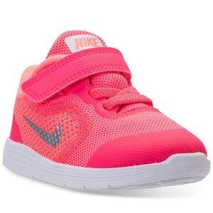 Nike Shoes - Brand new nike in box!